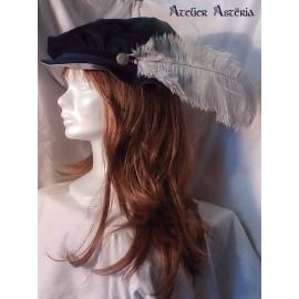 Chapeau Renaissance en velours bleu et plume d'autruche