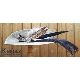 Chapeau mousquetaire en cuir gris avec plumes naturelles